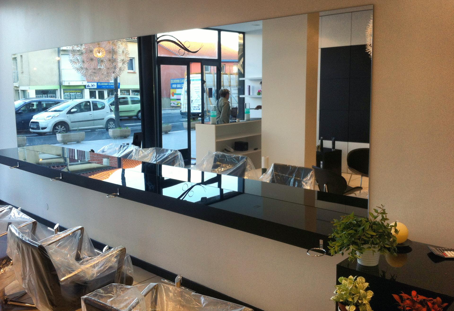 Miroir salon de coiffure abm miroiterie vitrerie for Miroir salon